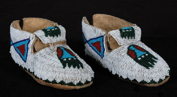 6: Northern Plains Fully Beaded Child's Moccasins 5 3/4
