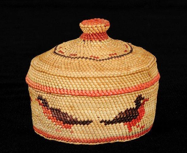 7: Nuu-chah-nulth Knob Top Basket with Robin Design 3 1