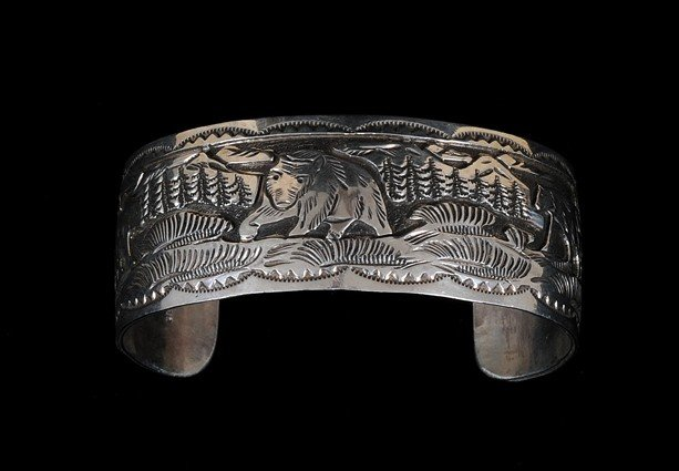 21: Navajo Silver Bracelet with Bear Design 43 GMS 6 1/