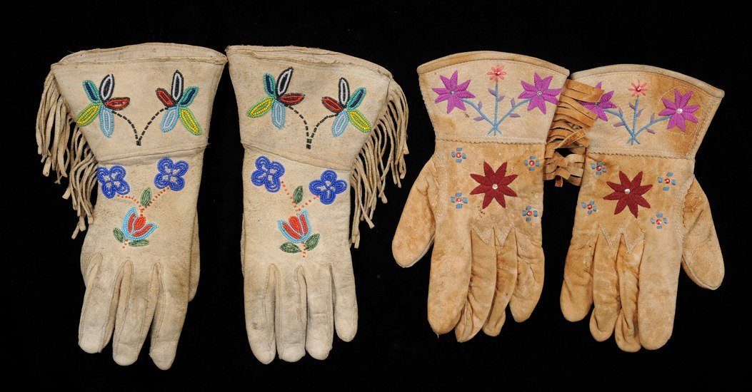 524: Pair of Beaded Gloves, Floral Design Size M and a