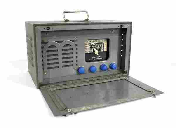 """1945 Minerva Tropic Master Portable WWII """"Morale"""" Radio"""