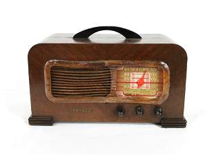 Philco Model 41-221 Wooden Radio