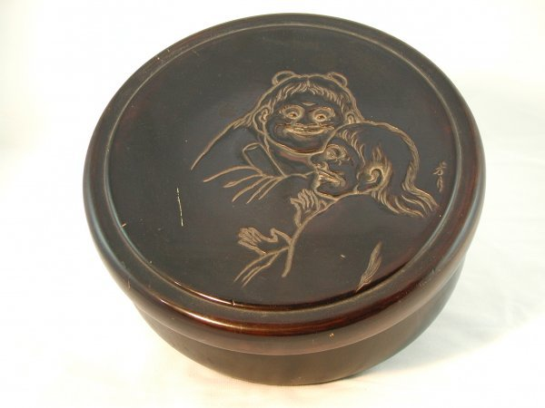 7: JAPANESE CARVED AND LACQUERED CIRCULAR BOX