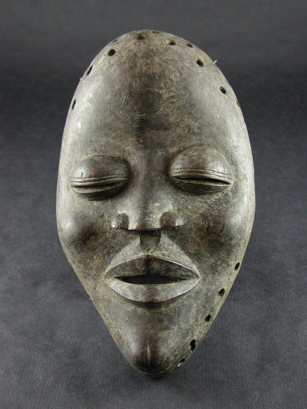 1506: AFRICAN ANTIQUITY LIBERIAN DAN TRIBE MASK