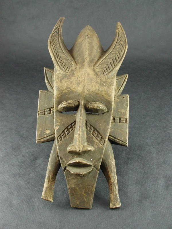 1508: AFRICAN TRIBAL MASK