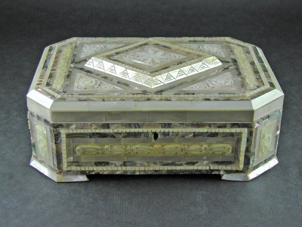 1515: LARGE MOTHER OF PEARL DETAILED JEWELRY BOX