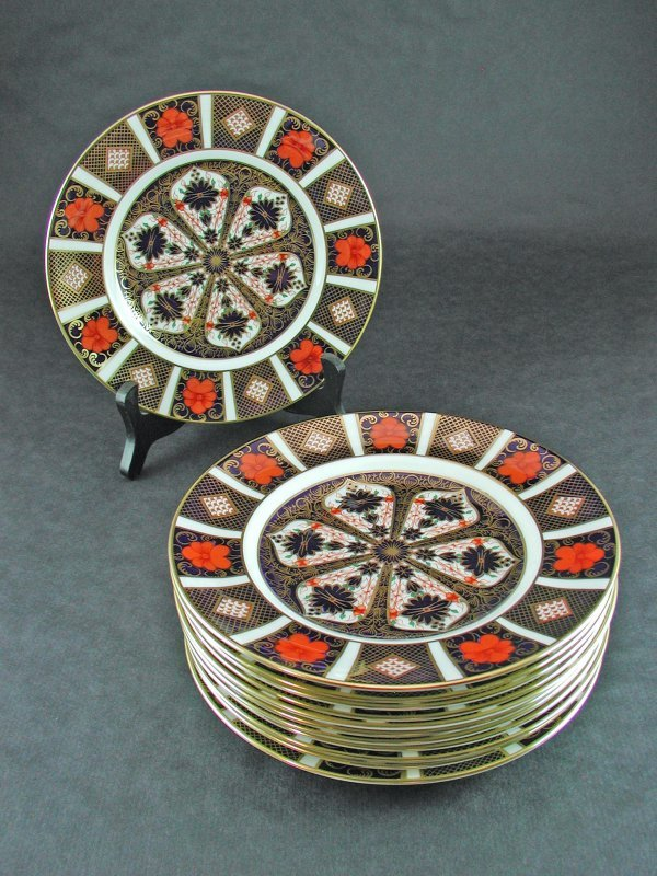 1519: 12 ROYAL CROWN DERBY LUNCHEON PLATES IMARI