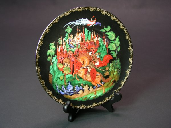 1000: RUSSIAN LACQUER DECORATED PORCELAIN DISH