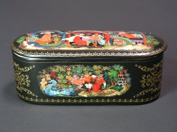 1002: RUSSIAN LACQUER DECORATED PORCELAIN OVAL COVERED