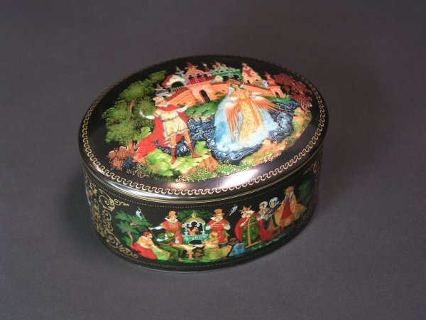 1004: RUSSIAN LACQUER DECORATED PORCELAIN OVAL COVERED