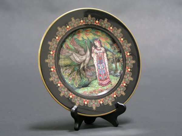 1005: VILLROY AND BOCH DECORATED RUSSIAN FABLE PLATES