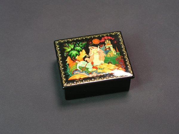 1007: RUSSIAN LACQUER DECORATED HINGED RECTANGULAR BOX
