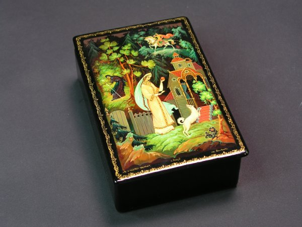 1011: RUSSIAN LACQUER DECORATED HINGED RECTANGULAR BOX