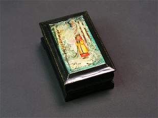 SMALL RUSSIAN LACQUER DECORATED HINGED FOOTED REC