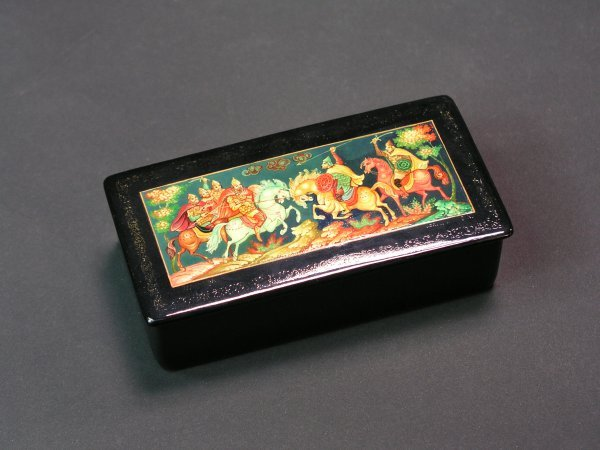 1014: RUSSIAN LACQUER DECORATED HINGED RECTANGULAR BOX