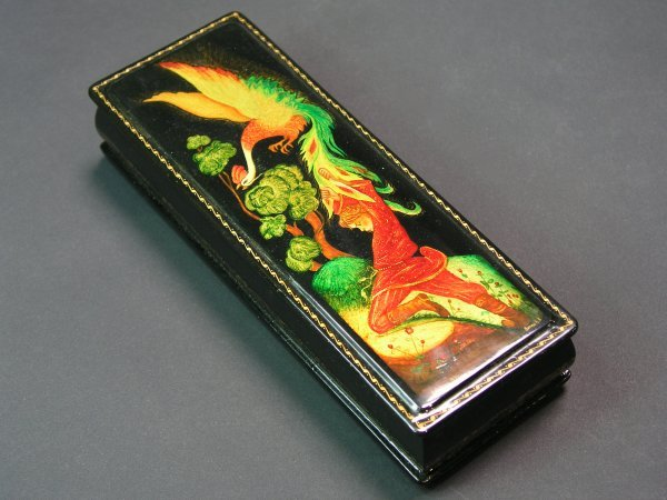 1015: RUSSIAN LACQUER DECORATED HINGED RECTANGULAR BOX