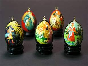 LOT OF FIVE RUSSIAN LACQUER DECORATED EGGS