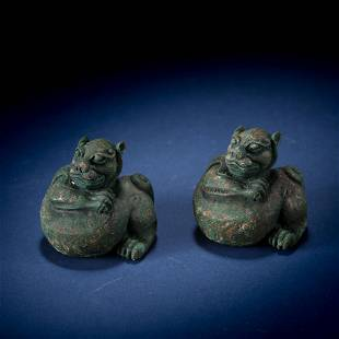 A PAIR OF ANCIENT CHINESE BRONZE BEASTS