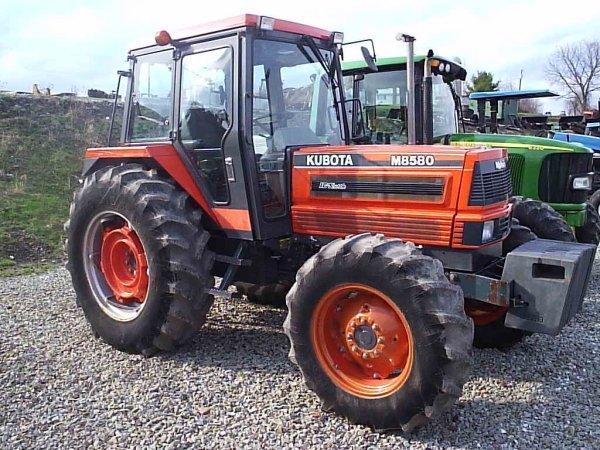 19: KUBOTA M 8580 TRACTOR 4WD/CAB/AIR/HEAT NICE