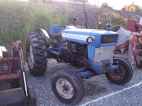 6: FORD 5000 SELECTO-SPEED FARM TRACTOR