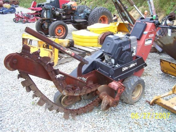 1003: DITCH WITCH 1020 WALK BEHIND TRENCHER