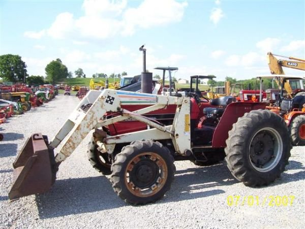 1098: CASE IH 385 4WD TRACTOR WITH FRONT LOADER