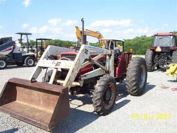 1098: CASE IH 385 4WD TRACTOR WITH FRONT LOADER  - 5