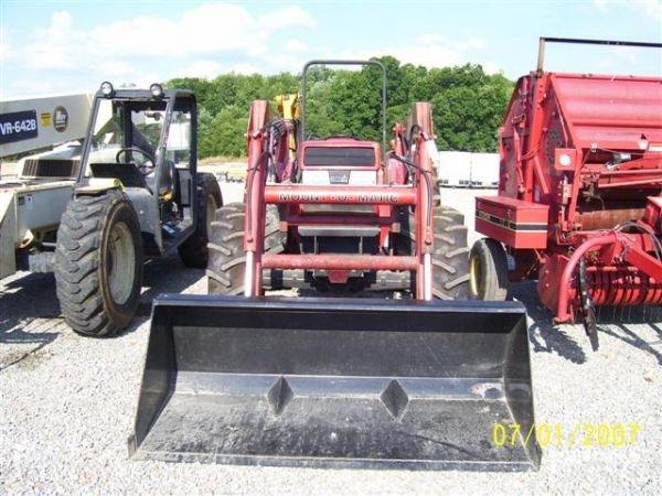 1101: NICE CASE IH 895 4WD TRACTOR W/CASE IH LOADER 200 - 10