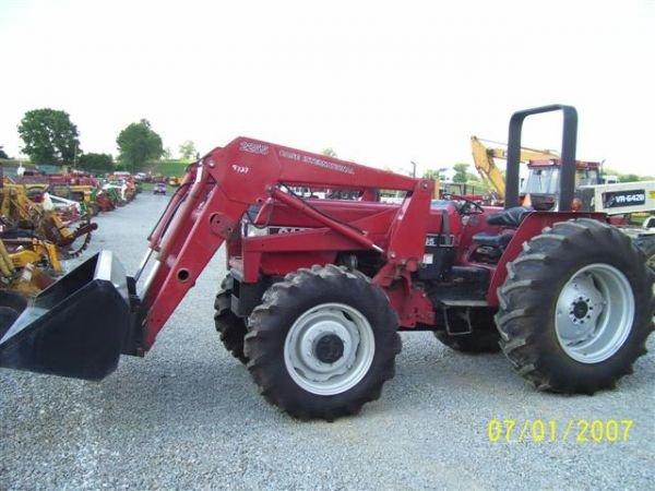 1101: NICE CASE IH 895 4WD TRACTOR W/CASE IH LOADER 200