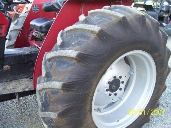 1101: NICE CASE IH 895 4WD TRACTOR W/CASE IH LOADER 200 - 2