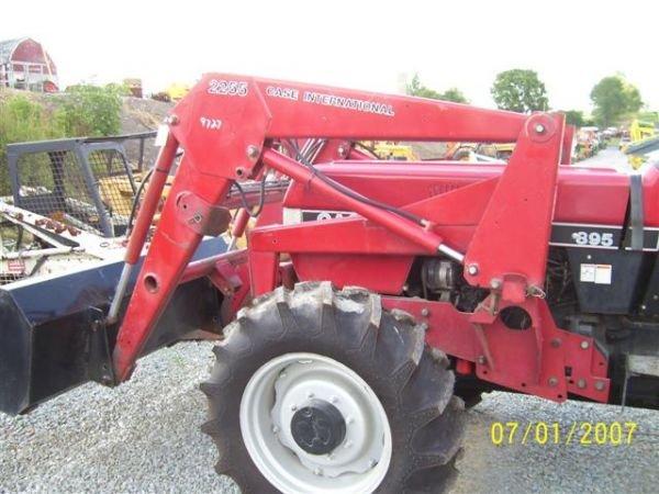1101: NICE CASE IH 895 4WD TRACTOR W/CASE IH LOADER 200 - 4