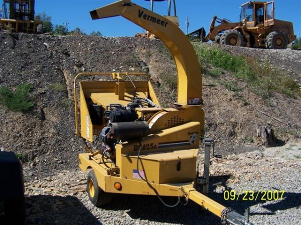 14: NICE 04' VERMEER BC625A CHIPPER W/142 HOURS