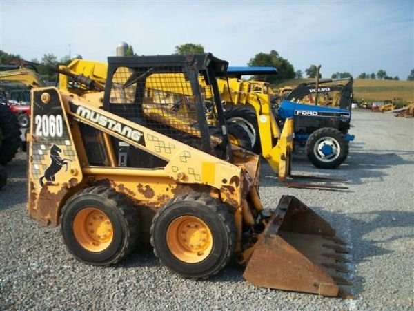 102: MUSTANG 2060 SKID STEER LOADER