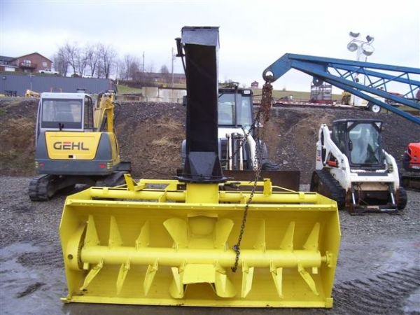 20: LUNDELL 8' 3PT PTO SNOW BLOWER HYD. CHUTE