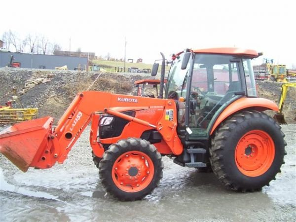 30:NICE KUBOTA M7040 4WD TRACTOR W/CAB/AIR/LDR/357 HRS