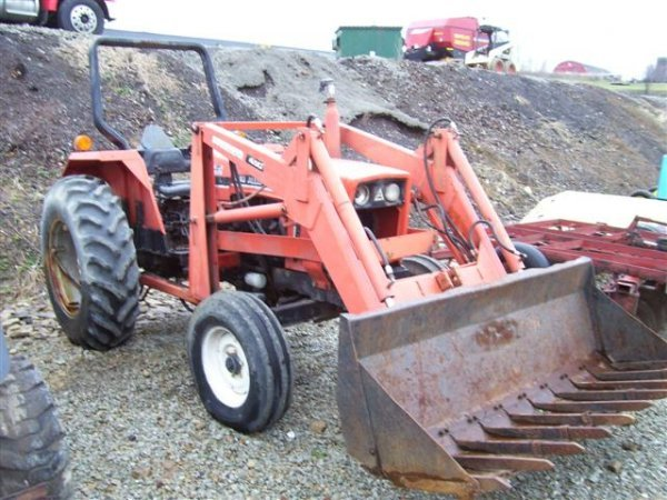 16: ALLIS CHALMERS 6140 FARM TRACTOR WITH LOADER