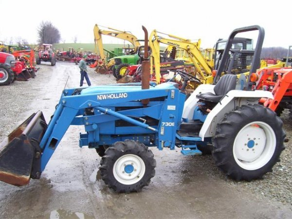 218: NICE NEW HOLLAND FORD 1720 4WD TRACTOR W/LOADER/54