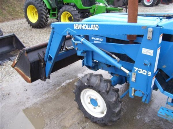 218: NICE NEW HOLLAND FORD 1720 4WD TRACTOR W/LOADER/54 - 4