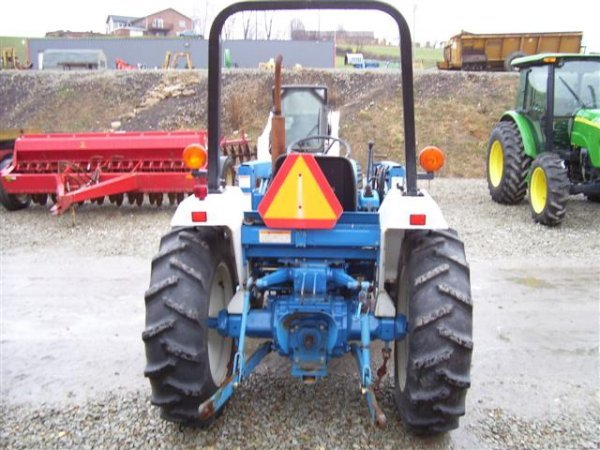 218: NICE NEW HOLLAND FORD 1720 4WD TRACTOR W/LOADER/54 - 5