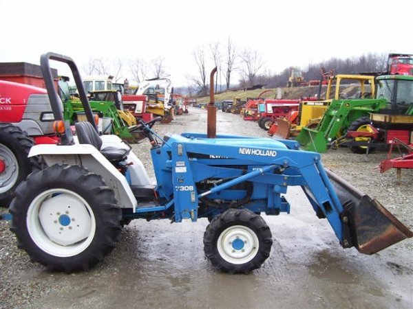 218: NICE NEW HOLLAND FORD 1720 4WD TRACTOR W/LOADER/54 - 6