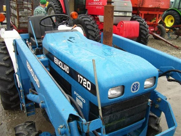 218: NICE NEW HOLLAND FORD 1720 4WD TRACTOR W/LOADER/54 - 7