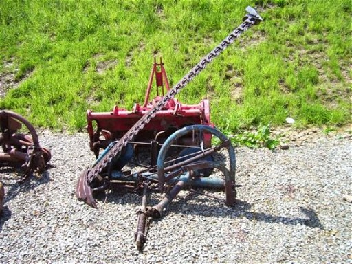 3: FORD 515 SICKLE BAR MOWER  MOWER IS 7FT, 3PT MOUNT