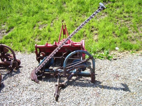 3: FORD 515 SICKLE BAR MOWER.  MOWER IS 7FT, 3PT MOUNT