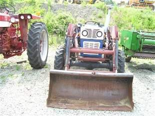 UNIVERSAL 340 4WD FARM TRACTOR W/LOADER