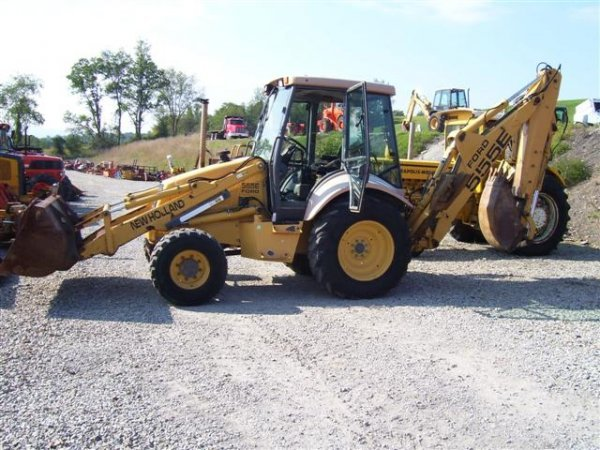 30: NEW HOLLAND 555 E 4WD LOADER/BACKHOE W/CAB/HEAT/EXT