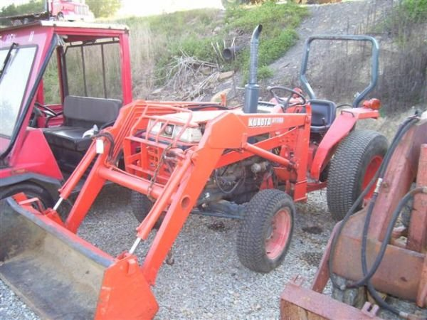 13: KUBOTA L2850 4WD TRACTOR W/LDR/AS-IS MECHANIC SPECI