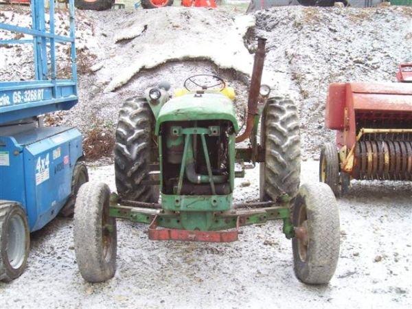 21: JOHN DEERE 2010 FARM TRACTOR MECHANIC'S SPECIAL