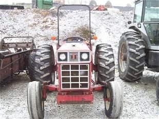 584 INTERNATIONAL FARM TRACTOR WITH ROLL BAR