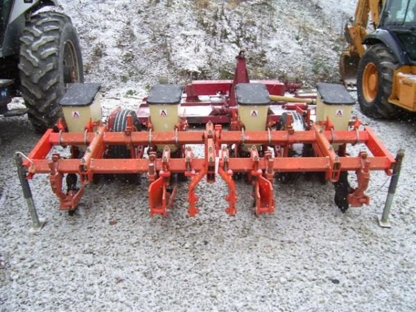26 Very Nice Allis Chalmers 4 Row No Till Corn Planter