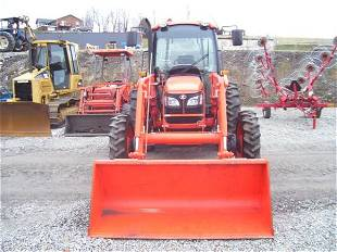 38: KUBOTA M7040 4WD TRACTOR W/CAB/AIR/LOADER/65 HRS